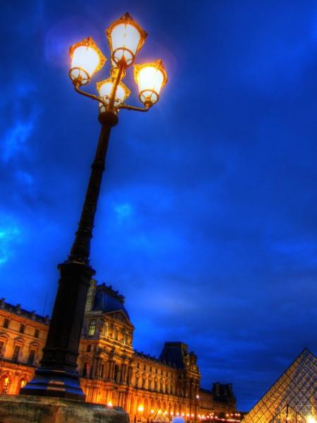 LightPole_LouvrePyramid