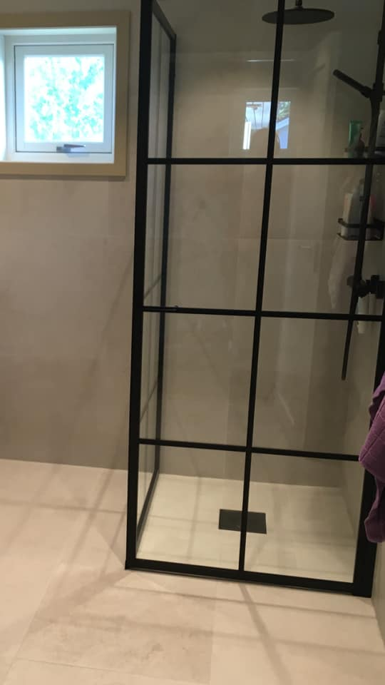 Łazienka zpłytkami wjodełkę