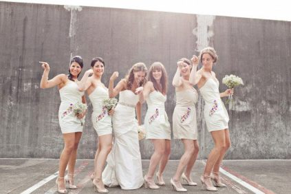 Druhny w białych sukienkach - Robimy Śluby
