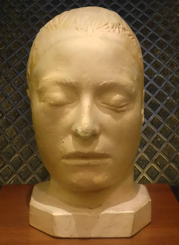 Robin Botie of Ithaca, New York, photographs a death mask of a prisoner at the Old Melbourne Gaol.