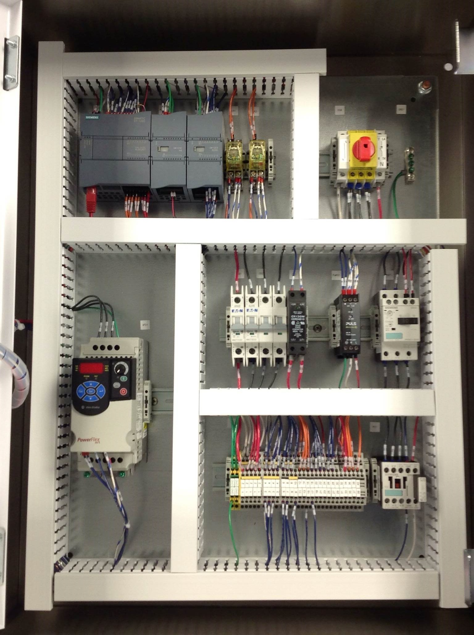 hight resolution of checking for non conformities on electrical panel