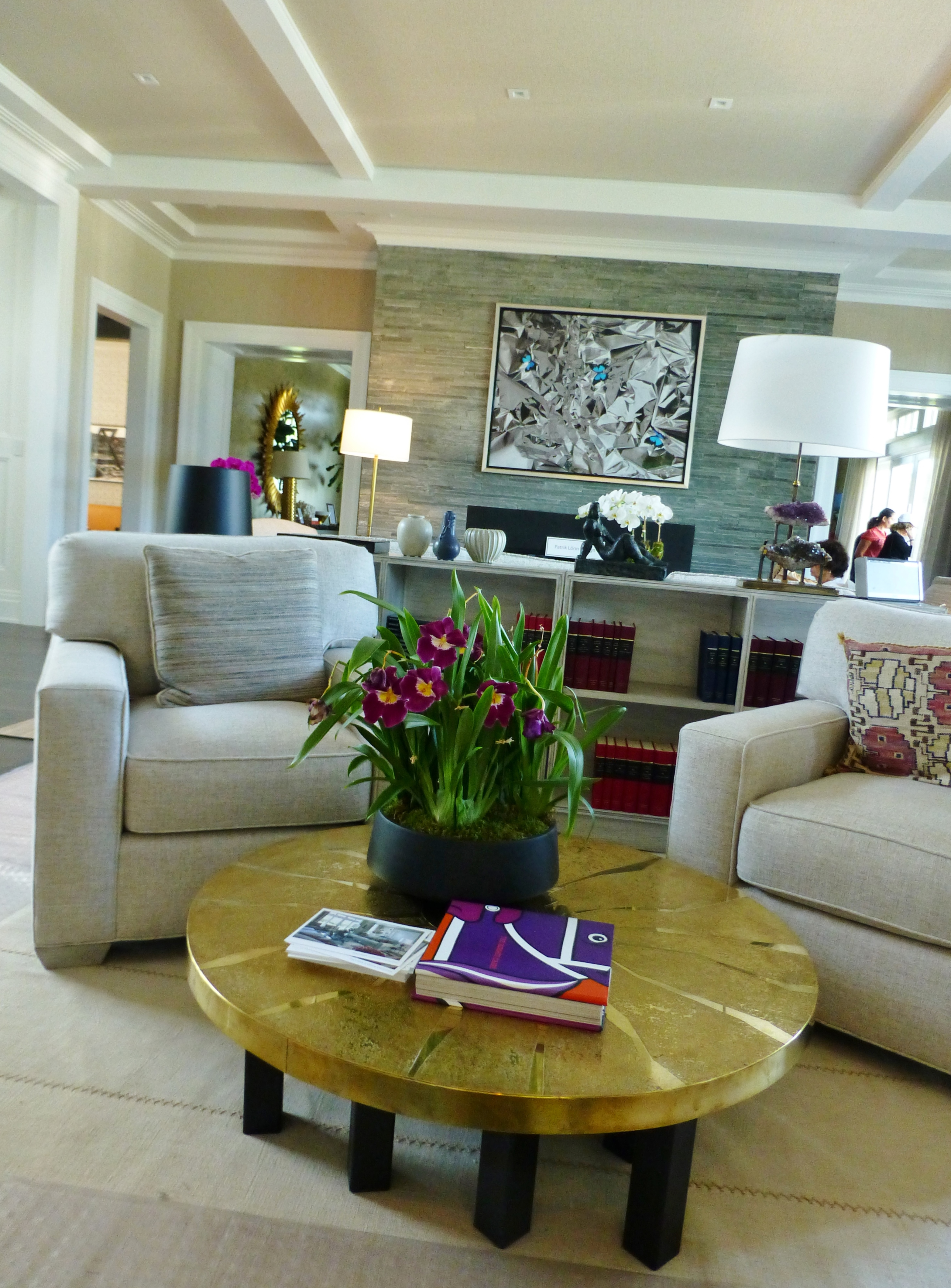 living room and kitchen divider design seating arrangement for small the 2014 hampton designer showhouse: great ...