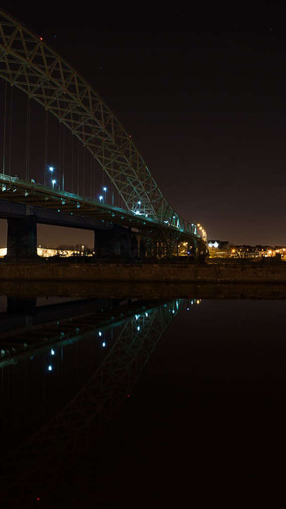 Runcorn-Windes bridge at night