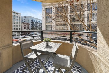 1800Washington317 Balcony2