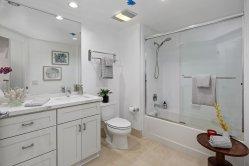 1800Washington317 Bath