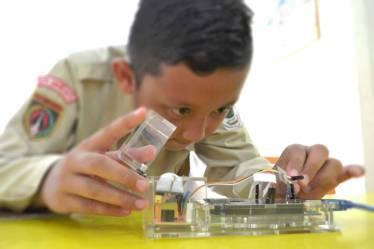 Ekstrakurikuler Robotik di Sekolah