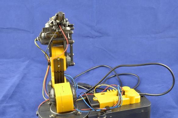 usb-robotic-arm-side