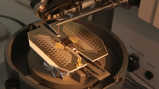 Physicists propose football-pitch-sized quantum computer