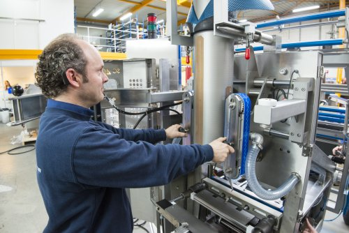 Kollmorgen and VH Vertical Packaging realise new potential with a separate labeler