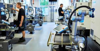 Cobots halt slide to overseas manufacturing