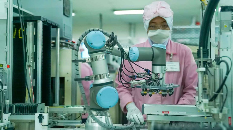 Universal Robots in central role in JVC electronics factory