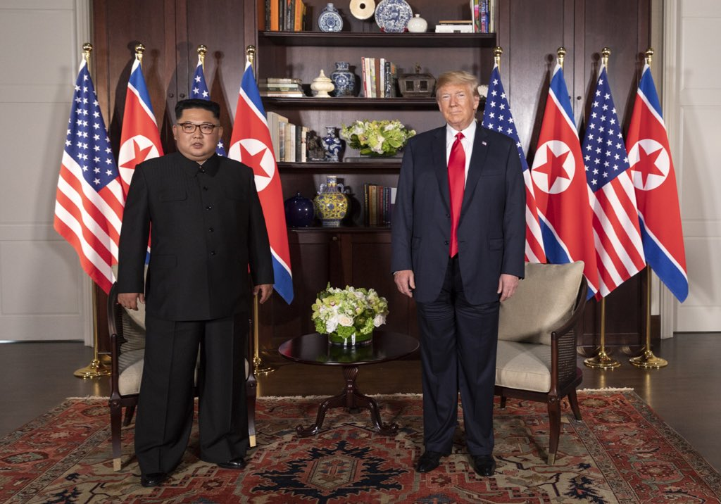 Trump-Kim_meeting_in_Capella_Hotel_(1)