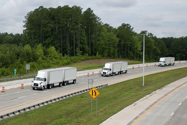 Volvo Trucks and FedEx demonstrate truck 'platooning' in the USA