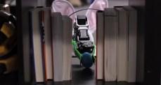 Veckans videor: Robotar gömmer påskägg m.m.