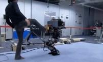 Roboten HRP3L-JSK kan parera knuffar och hoppa jämfota