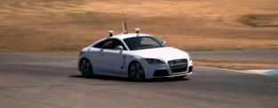 Förarlös Audi TTS kör i nära 200 knyck