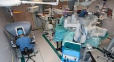 Karolinska köper in två nya operationsrobotar