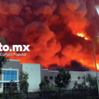Incendio en centro de distribución Amazon en California.