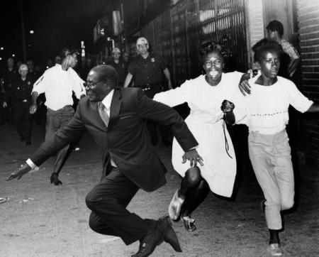 1950mugabe #MugabeFalls