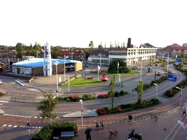 Station Den Helder met oude postkantoor, thans Rob Scholte Museum
