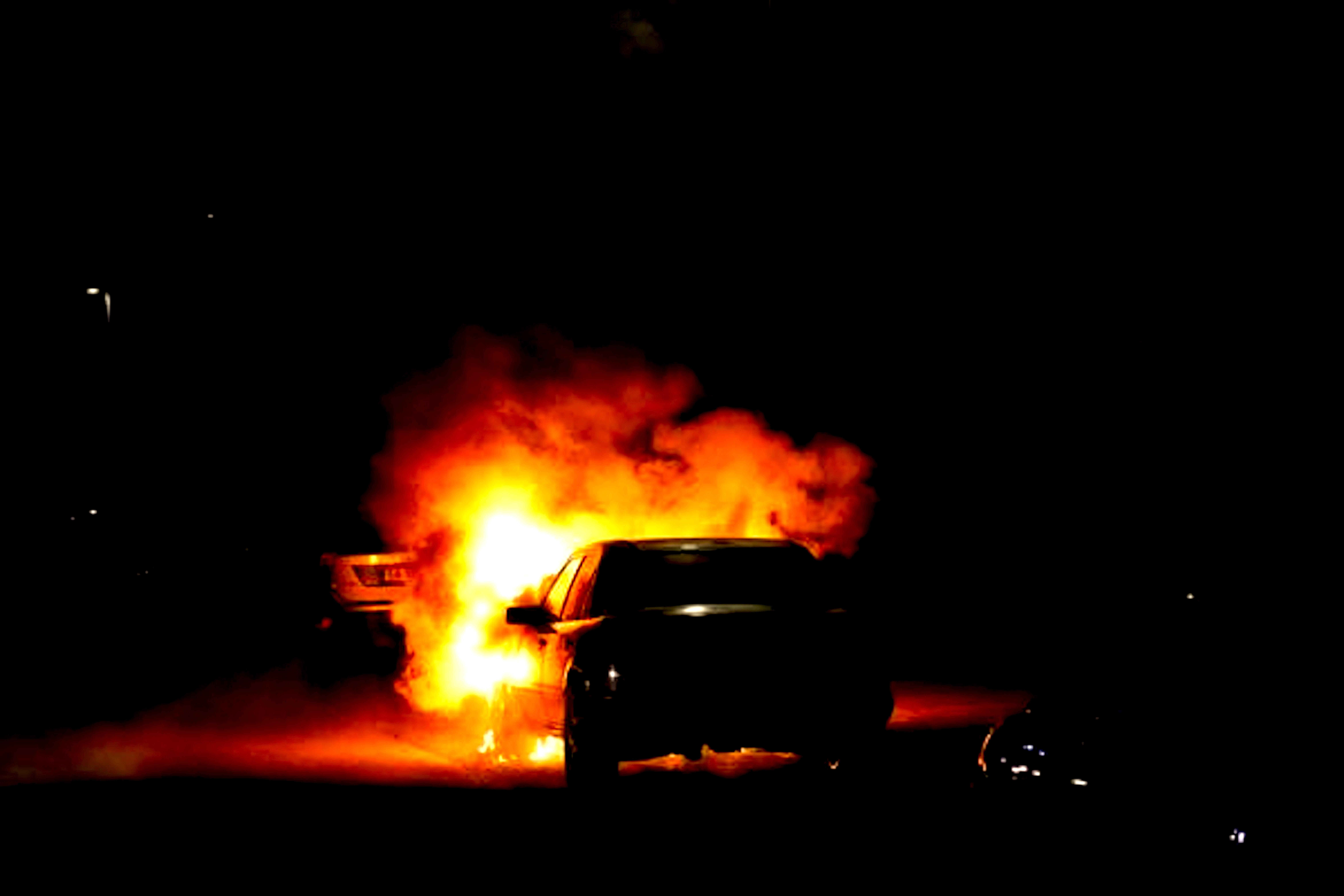 Autobrand in Klaas Casterkomstraat te Den Helder (foto Erik van Seeventer/DNP.NU)