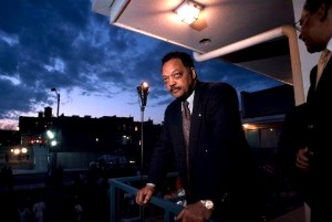 Jesse Jackson at Lorraine Hotel balcony (foto Before It's News)
