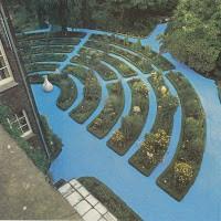 Daan van Golden - Installatie in de Hortus Botanicus tijdens Century 87 (foto Behoud Blauwe Golven Arnhem)