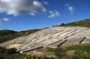 Monument van Alberto Burri bij het door een aardbeving verwoeste dorpje Gibelliana op Sicilië (foto Behoud Blauwe Golven Arnhem)