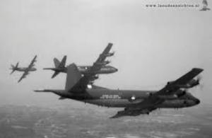 Orions van squadron 320 in volle vlucht