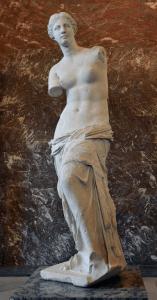 Venus de Milo on display at the Louvre (foto Wikipedia)