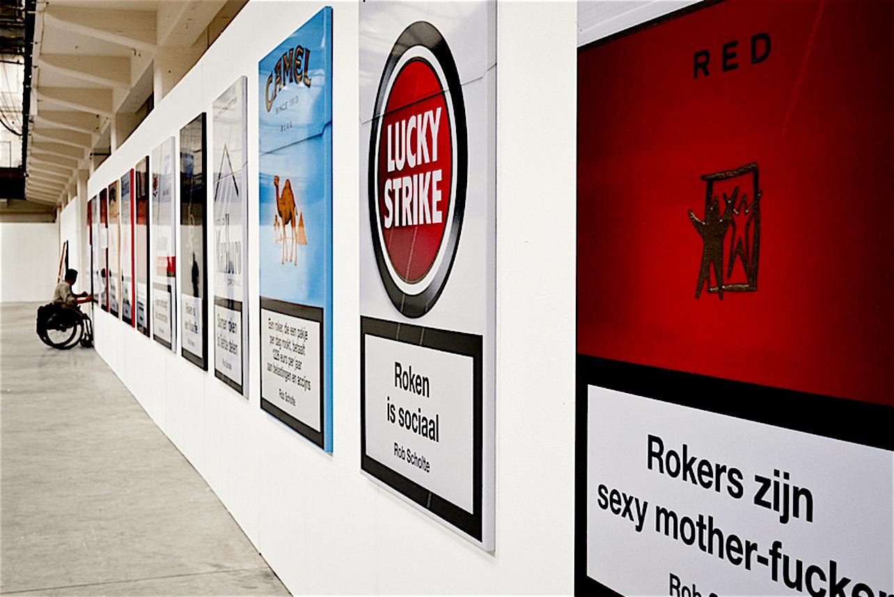 Rob Scholte met de serie Rook op de Twente Biennale 2011 (foto Atom Malchick /Flickr)
