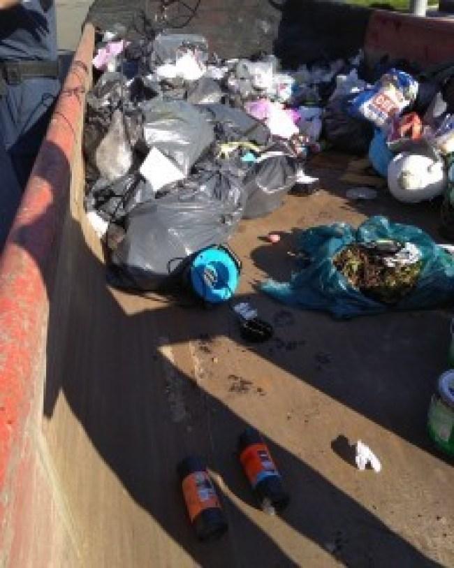 Afval bij ondergrondse container in Den Helder (foto Handhaving Den Helder)