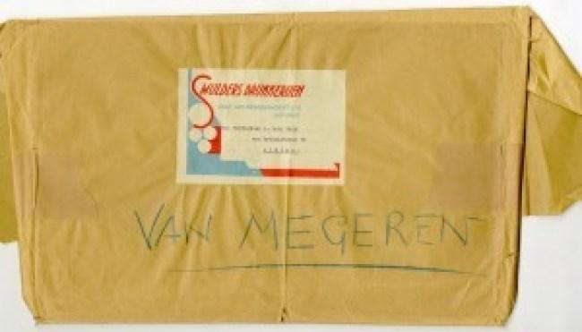Een stapeltje papieren, verpakt in het bruine pakpapier waarin de drukker het in 1947 retourneerde aan de tekenaar, de 'Weledel. heer A. van der Valk'