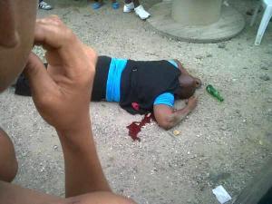 Met 9 kogels op klaarlichte dag op een druk bevolkt strand een populaire politicus en RST informant afschieten (foto KKC)