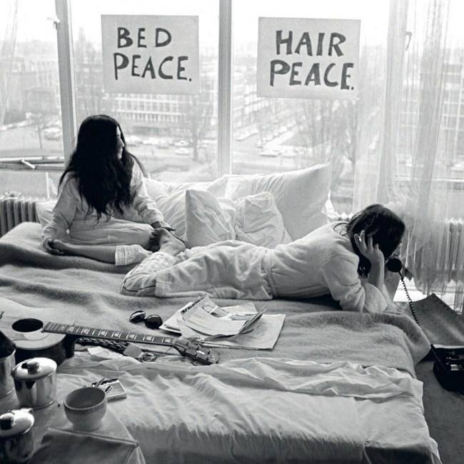 Ono en Lennon in bed