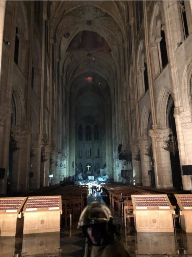 Interior Notre Dame after fire (foto Jim Stone)