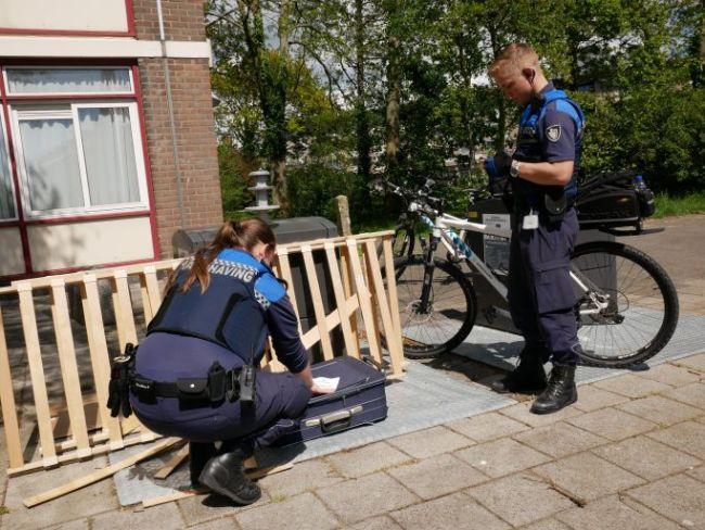 Handhaving aan het werk (foto Suzanne Rijnja)