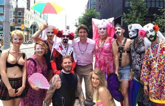 Canadian PM Trudeau at 2016 gay pride parade in Toronto (foto Henry makov)