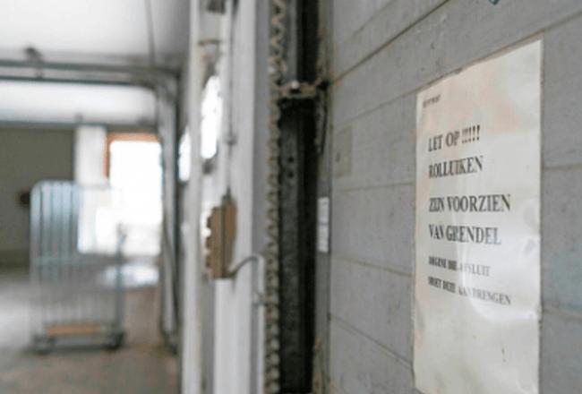 Dwalen door een verlaten postkantoor (4) (foto Peter van Aalst)