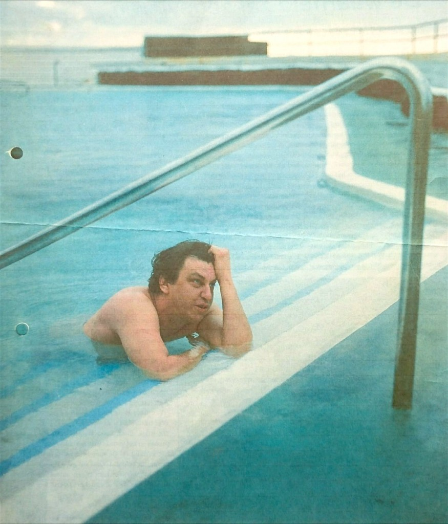 Rob Scholte in het zwembad van Altagay in Punta del Hidalgo op Tenerife (foto Paul Levitton)