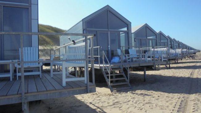 Strandhuisjes in Julianadorp (foto Ed Dekker:NHD)