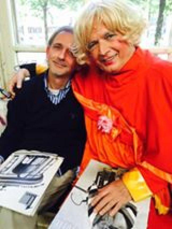 Jaap Holtzapffel in vervoering bij Paul Haenen (foto Facebook)