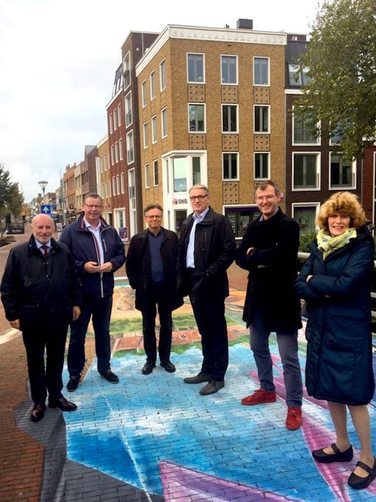 Het huidige Helderse college van interim burgemeester Jeroen Nobel (rechts midden naast onbekende) met enkele wethouders Wouters & De Vrij (links), Kos & Biersteker (rechts), Duijnker & Visser ontbreken (foto Twitter)