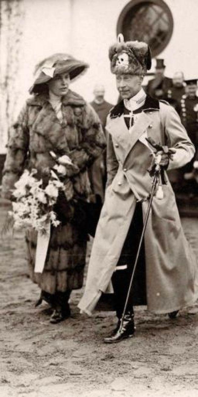 Met echtgenote Cecilie, in uniform (foto auteurs)