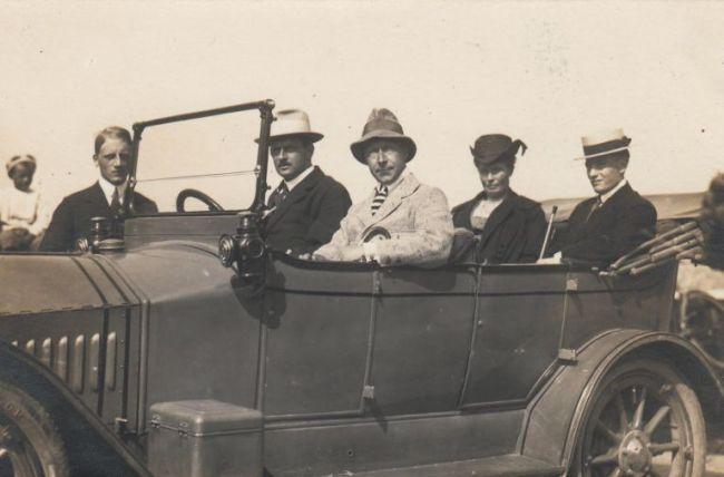 Wilhelm met Wieringer burgemeesterszoon Piet Peereboom achterin (foto auteurs)