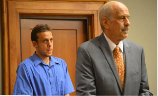 Father Sulla acting as defense attorney for his indicted son Jasun (foto Before It's News)