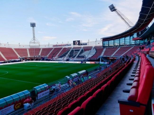 Het stadion van AZ zoals het er op dit moment uitziet zonder dak. (foto Theo Brinkman)