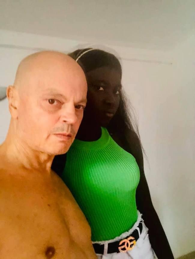Peter Klashorst with girl in The Gambia (2) (foto Facebook)