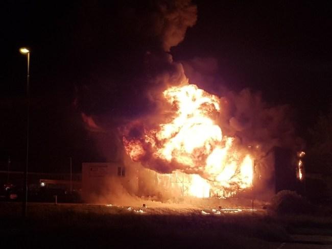 Vuurbal bij grote brand in Den Helder (foto NHD)