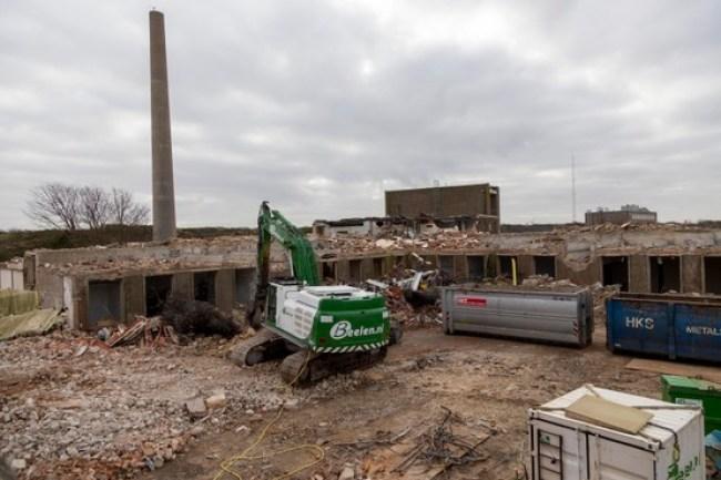Oude laboratorium gebouwen op het NRG terrein worden gesloopt (foto NRG)